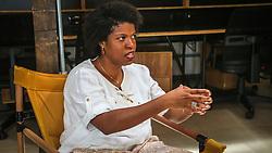 """PORTO ALEGRE, RS, BRASIL, 21-01-2017, 13h38'57"""":  Desiree dos Santos, 32, no Matehackers Hackerspace da Associação Cultural Vila Flores, no bairro Floresta da capital gaúcha. A  Consultora de Desenvolvimento de Software na empresa ThoughtWorks fala sobre as dificuldades enfrentadas por mulheres negras no mercado de trabalho.(Foto: Gustavo Roth / Agência Preview) © 21JAN17 Agência Preview - Banco de Imagens"""