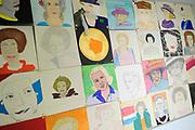 Hare Majesteit de Koningin woont dinsdagmiddag 12 maart in Bergen (NH) de viering bij van het 50-jarig bestaan van de Europese School Bergen.<br />  <br /> De Europese School is opgericht door de Europese Unie en biedt meertalig onderwijs aan kinderen van werknemers van Europese instellingen en internationale bedrijven. <br /> <br /> Her Majesty the Queen visits on Tuesday 12 March in Bergen (NH) the celebration of the 50th anniversary of the European School Bergen.<br />  <br /> The European School was founded by the European Union and provides multilingual education to children of employees of EU institutions and international companies.<br /> <br /> Op de foto / On the Photo:  Tekeningen van Koningin Beatrix // Drawings of Queen Beatrix