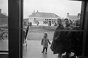 15/02/1963<br /> 02/15/1963<br /> 15 February 1963<br /> Opening of new 5 Star Supermarket at St Agnes Road in Crumlin, Dublin. Picture shows: At 8.15am Mrs Phyllis Bolger and her 2yr old son of 34 Somerville Avenue, Crumlin, who headed the queue that formed for the opening of the new supermarket at 10am.
