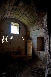 Castellaneta, Marzo 2013.Piccola chiesa diroccata sulla Gravina di Castellaneta.