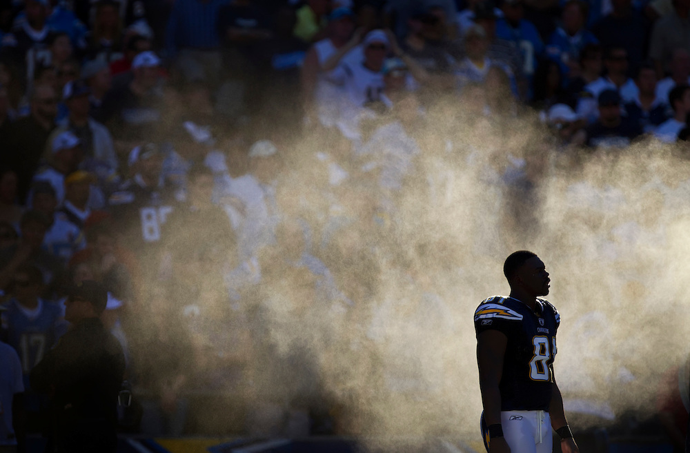 San Diego Chargers tight end Randy McMichael (81) stood in the water misting machine on the sidelines during the game against the Kansas City Chiefs at Qualcomm Stadium in San Diego, CA on December 12, 2010. The temperature at kickoff was 86 degrees.
