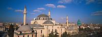 Turquie. Anatolie Centrale. Ville de Konya. Tombe de Mevlana. Le grand maitre soufi Djalal ed-Din Rumi ou Djalal-e-Din Mohammad Molavi Rumi ou Djalaleddine Roumi (1207-1273), fondateur de l ordre des derviches tourneurs est connu sous le nom de Mevlana. Il est enterre a Konya. // Turkey. Central Anatolia. City of Konya. Mevlana tomb. The sufi master Djalal ed-Din Rumi ou Djalal-e-Din Mohammad Molavi Rumi ou Djalaleddine Roumi (1207-1273), founded of whirling dervishes order is knows with the name of Mavlana. Is bury in Konya.