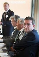SOESTDUINEN - NGF directeur Jeroen Stevens (r) . Algemene Ledenvergadering van de NGF (Nederlandse Golf Federatie) met bestuurswisseling. COPYRIGHT KOEN SUYK
