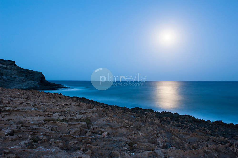 Paisaje con luna, Parque de Calblanque, Monte de las Cenizas y Peña del Aguila .Murcia. © / PILAR REVILLA ©Country Sessions / PILAR REVILLA