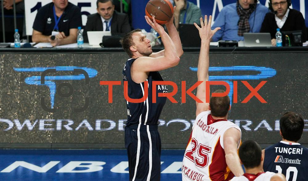 Anadolu Efes's Dusko Savanovic (L) during their Turkish Airlines Euroleague Basketball Top 16 Game 1 match Anadolu Efes between Galatasaray at Sinan Erdem Arena in Istanbul, Turkey, Thursday, January 19, 2012. Photo by TURKPIX