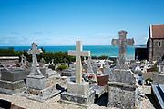 Begraafplaats aan zee bij Varengeville-sur-mer, Normandië, Frankrijk - Graveyard with view to the sea near Varengeville-sur-mer, Normandy, France