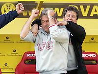Jubel nach dem Abpfiff, Trainer Kurt Jara Lautern<br /> Bundesliga 1. FC Kaiserslautern - Borussia Dortmund 1:1