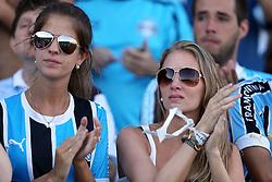 Torcida gremista chora ao se despedir do estádio Olímpico, em Porto Alegre, após a partida entre as equipes do Grêmio e Internacional, válida pela última rodada do Campeonato Brasileiro. O estádio Olímpico será deolido e dará lugar a empreendimentos imobiliários. FOTO: Jefferson Bernardes/Preview.com