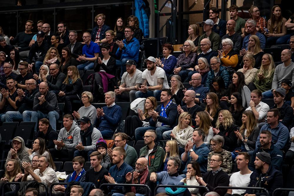 ÖSTERSUND, SVERIGE - 19 OKTOBER 2019 :<br /> 1589 besökare under matchen i Basketligan mellan Jämtland Basket och Södertälje Kings på Östersunds Sporthall den 19 oktober i Östersund <br /> <br /> (Foto: Per Danielsson/Projekt.P)