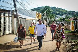 O vereador Dr. Thiago Duarte durante reunião da Cedecondh - Comissão de Defesa do Consumidor, Direitos Humanos e Segurança Pública na Capela Santa Luzia, no bairro Hípica. Logo após visitou o Vale dos Pinheiros,  em Porto Alegre. FOTO: Jefferson Bernardes/ Agencia preview