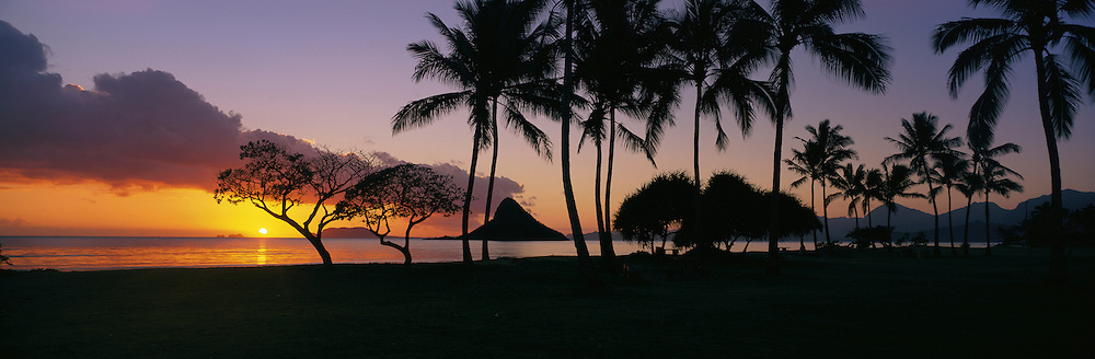 Sunrise, Kualoa Park, Kaneohe Bay, Oahu, Hawaii<br />