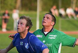 FODBOLD: Rune Dalgaard (Allerød) og Sebastian Hviid (Helsingør) under kampen i Kvalifikationsrækken, pulje 1, mellem Allerød Fodboldklub og Elite 3000 Helsingør den 10. maj 2006 på Skovvang Idrætsanlæg. Foto: Claus Birch