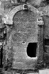 Taranto tra le porte murate della città vecchia