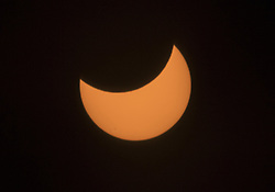 August 21, 2017 - San Juan Capistrano, California, U.S. - The partial solar eclipse as seen from Caspers Wilderness Park in San Juan Capistrano. For the first time in nearly a century, the shadow of the moon will race across the entire continental United States.(Credit Image: © Mark Rightmire/The Orange County Register via ZUMA Wire)