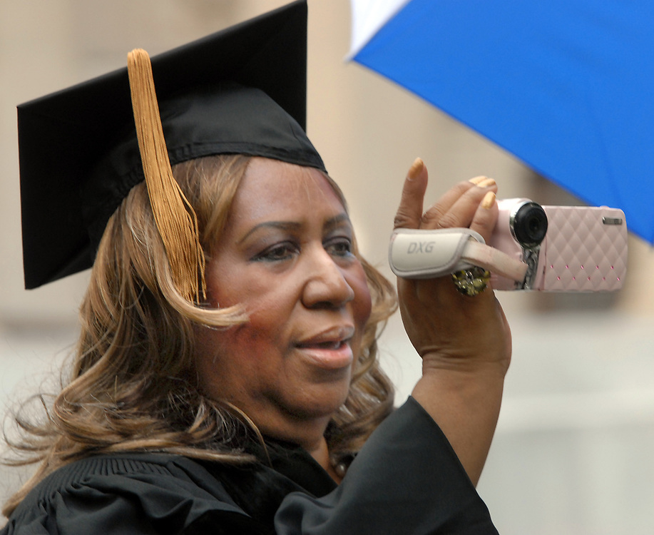 5/24/10 8Yale<br /> ML0606D<br /> Yale's 309th Commencement: singer Aretha Franklin videotapes outside Woodbridge Hall at Yale before receiving her honorary doctor of music during commencement exercises at Yale. Photo by Mara Lavitt