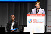 Zanger Elton John en de Britse prins Harry tijdens een sessie op het AIDS2018 congres over het werk van de Elton John Aids Foundation.<br /> <br /> Singer Elton John and the British Prince Harry during a session at the AIDS2018 congress about the work of the Elton John Aids Foundation.<br /> <br /> Op de foto:  Prins Harry, hertog van Sussex en Elton John / Prince Harry, Duke of Sussex and Elton John