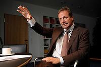 16 NOV 2006, BERLIN/GERMANY:<br /> Frank Bsirske, Vorsitzender der Gewerkschaft ver.di, Vereinte Dienstleistungsgewerkschaft, waehrend einem Interview, in seinem Buero, Ver.di Bundesverwaltung<br /> IMAGE: 20061116-01-048