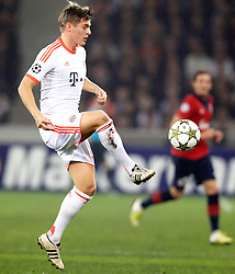 23.10.2012, Grand Stade Lille Metropole, Lille, OSC Lille vs FC Bayern Muenchen, im Bild Toni KROOS (FC Bayern Muenchen - 39) nimmt einen Ball an // during UEFA Championsleague Match between Lille OSC and FC Bayern Munich at the Grand Stade Lille Metropole, Lille, France on 2012/10/23. EXPA Pictures © 2012, PhotoCredit: EXPA/ Eibner/ Ben Majerus..***** ATTENTION - OUT OF GER *****