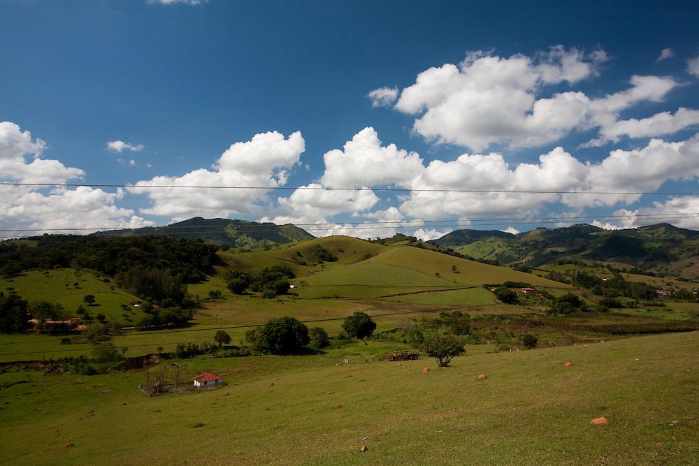 Corrego do Bom Jesus_MG, Brasil...Vista panoramica de uma paisagem rural em Corrego do Bom Jesus...The panoramic view of rural landscape in Corrego do Bom Jesus...Foto: LEO DRUMOND / NITRO