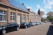 Zonnepanlen op dak van het onderkomen van de Evangelische gemeente Morgenstond aan de Westduinweg, Den Haag - Solar panels on a community building in The Hague, Netherlands