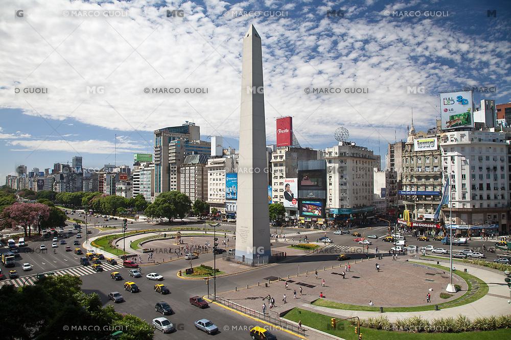 OBELISCO, PLAZA DE LA REPUBLICA Y AVENIDA 9 DE JULIO, CIUDAD AUTONOMA DE BUENOS AIRES, ARGENTINA