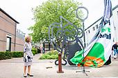 Prinses Margriet onthult kunstwerk 50-jarig Apenheul