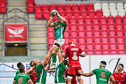 Braam Steyn of Benetton Treviso claims the lineout<br /> <br /> Photographer Craig Thomas/Replay Images<br /> <br /> Guinness PRO14 Round 3 - Scarlets v Benetton Treviso - Saturday 15th September 2018 - Parc Y Scarlets - Llanelli<br /> <br /> World Copyright © Replay Images . All rights reserved. info@replayimages.co.uk - http://replayimages.co.uk