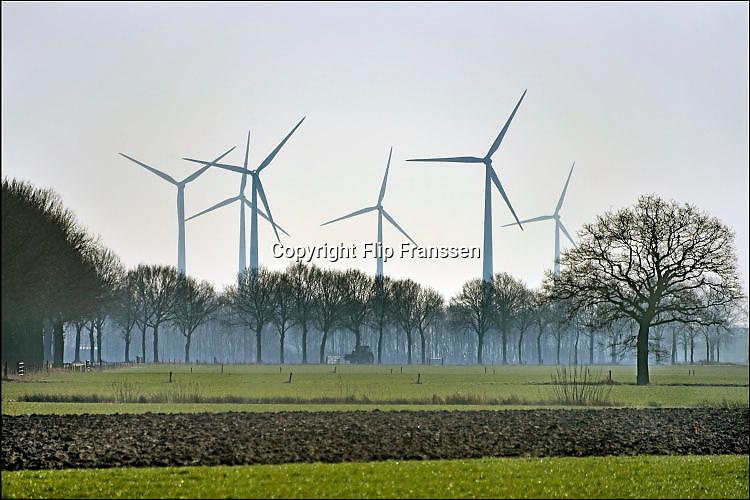 Nederland, Zeddam, 14-2-2017 Uitzicht op windmolens in het buitengebied van de Achterhoek . Landbouwgebied.Foto: Flip Franssen