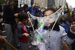 May 28, 2017 - Sao Paulo, Brazil - The Global Bubble Parade São Paulo happens on May 28, 2017 at Avenida Paulista, in Sao Paulo, Brazil. The event takes place in more than 50 countries and 100 cities around the world and will be held for the first time in São Paulo. Global Bubble Wall is a World Peace Soap Bubble rally, created by the 100 Happy Days Foundation - an international non-profit foundation whose mission is to increase people's awareness of the happiness and well-being of the population. (Credit Image: © Cris Faga/NurPhoto via ZUMA Press)