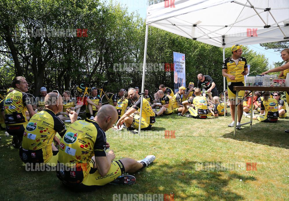 Team Rynkeby holder pause ved Dana Lim i Køge, på holdets vej til Paris. Foto: Claus Birch