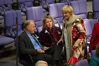DEU, Deutschland, Germany, Berlin, 27.11.2014: V.l.n.r. die Grünen-Politiker Jürgen Trittin, Steffi Lemke und Claudia Roth im Plenum des Deutschen Bundestags.