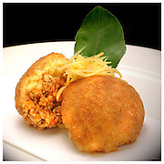 Le Ricette Tradizionali della Cucina Italiana.Italian Cooking Recipes. Arancini di riso siciliani.