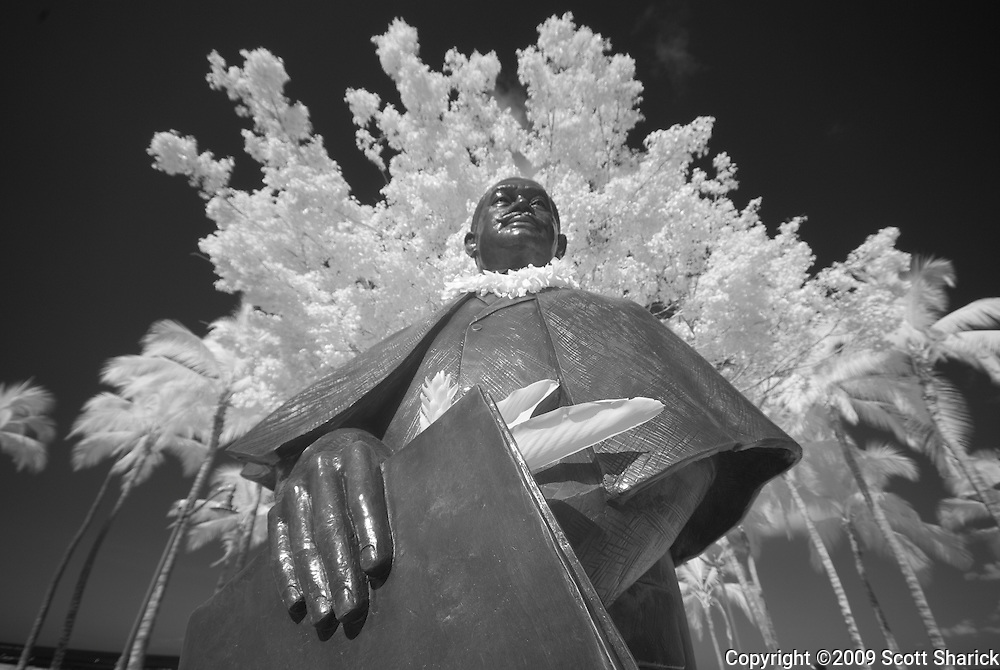 An infrared picture of Prince Kuhio in Waikiki.