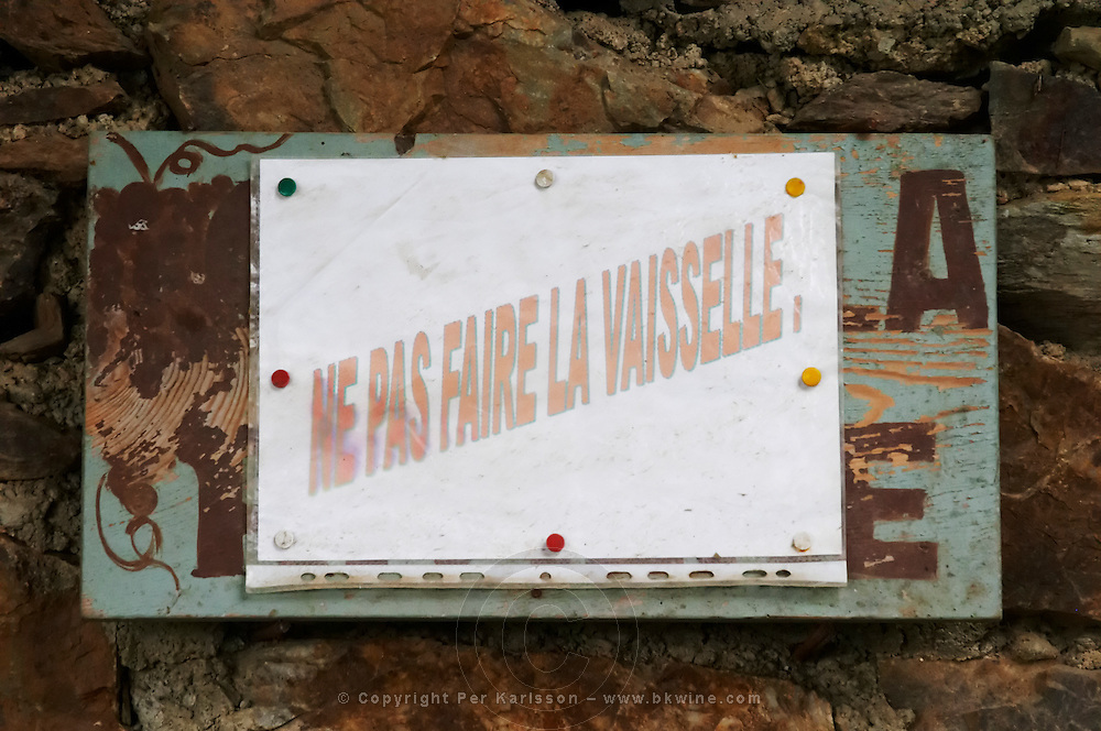 Sign: do not wash the dishes! Domaine Boucabeille, Corneilla la Riviere, Roussillon, France