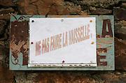 Sign: do not wash the dishes! Domaine Boucabeille, Corneilla la Riviere, Roussillon, France