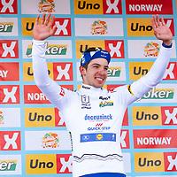 Etappevinner Álvaro Hodeg på podiet i ungdomstrøya etter Tour of Norway sykkelritt etappe 2: Kvinesdal - Mandal.