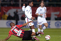 Fotball<br /> Nice v Lyon<br /> 27. mars 2004<br /> Foto: Digitalsport<br /> Norway Only<br /> <br /> PEGGUY LUYINDULA (LYON) / NOE PAMAROT (NICE) *** Local Caption *** 40001097