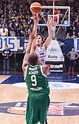 DESCRIZIONE : Cantu' Acqua Vitasnella Cantu' Sidigas Scandone Avellino<br /> GIOCATORE : Brad Heslip<br /> CATEGORIA : tiro three points<br /> SQUADRA : Acqua Vitasnella Cantu'<br /> EVENTO : Campionato Lega A 2015-2016<br /> GARA : Acqua Vitasnella Cantu' Sidigas Scandone Avellin<br /> DATA : 15/11/2015 <br /> SPORT : Pallacanestro <br /> AUTORE : Agenzia Ciamillo-Castoria/R.Morgano<br /> Galleria : Lega Basket A 2015-2016<br /> Fotonotizia : Cantu' Acqua Vitasnella Cantu' Sidigas Scandone Avellin<br /> Predefinita :
