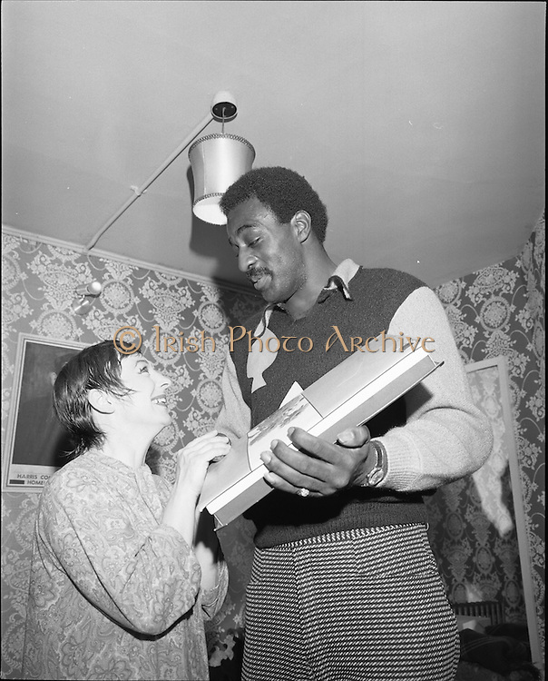 """14/07/1972<br /> 07/14/1972<br /> 14 July 1972<br /> Al """"Blue"""" Lewis at the Gaiety Theatre. Maureen Potter was treated to an unexpected gift, and the audience at her show """"Gaels of Laughter"""" were treated to a very unexpected surprise guest appearence when big fight contender Al """"Blue"""" Lewis turned up at the Gaiety Theatre, Dublin. Lewis made a """"big"""" impression, especially to Maureen who was dwarfed in her stocking feet back stage."""