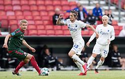 Rasmus Falk (FC København) passerer Magnus Christensen (AaB) under kampen i 3F Superligaen mellem FC København og AaB den 17. juni 2020 i Telia Parken, København (Foto: Claus Birch).