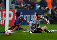 Photo: Richard Lane.<br />Arsenal v Barcelona. UEFA Champions League Final. 17/05/2006.<br />Arsenal's Manuel Almunia looks dejected after letting in Jumiano Belletti's winning goal.