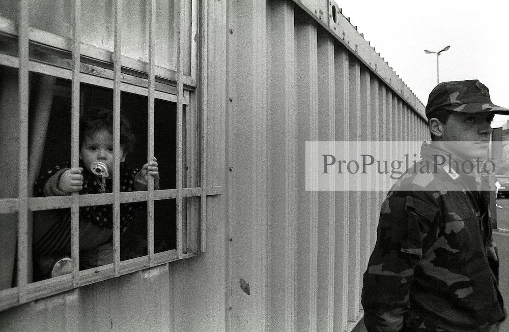 Porto di Otranto (LE) Puglia.Giovanissima rifugiata albanese in un primo centro accoglienza nel porto di Otranto (lecce)