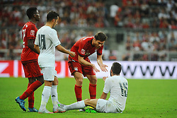 05.08.2015, Allianz Arena, Muenchen, GER, AUDI CUP, FC Bayern Muenchen vs Real Madrid, im Bild Xabi Alonso (FC Bayern Muenchen) will Daniel Carvajal (Real Madrid) erklaeren, dass er nur den Ball gespielt hat. // during the 2015 Audi Cup Match between FC Bayern Munich and Real Madrid at the Allianz Arena in Muenchen, Germany on 2015/08/05. EXPA Pictures © 2015, PhotoCredit: EXPA/ Eibner-Pressefoto/ Stuetzle<br /> <br /> *****ATTENTION - OUT of GER*****