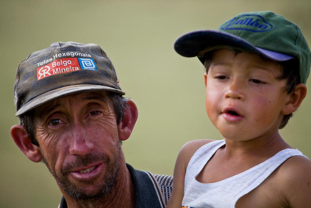 Pocos de Caldas_MG, Brasil...Fotografia de pai e filho em Pocos de Caldas, Minas Gerais...The portrait of father and son in Pocos de Caldas, Minas Gerais...Foto: JOAO MARCOS ROSA / NITRO