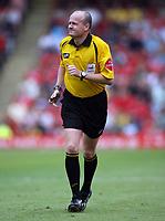 Photo: Rich Eaton.<br /> <br /> Barnsley v Cardiff City. Coca Cola Championship.<br /> <br /> 05/08/2006. Referee Lee Mason