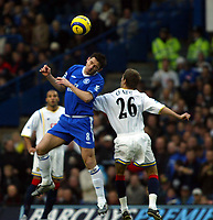 Fotball<br /> England 2004/2005<br /> Foto: SBI/Digitalsport<br /> NORWAY ONLY<br /> 22.01.2005<br /> <br /> Chelsea v Portsmouth<br /> Barclays Premiership. 22/01/2005<br /> <br /> Frank Lampard goes up for this aerial one with Gary O'Neil of Pompey