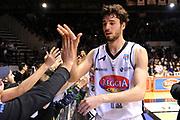 DESCRIZIONE : Caserta Lega A 2014-15 <br /> Pasta Reggia Caserta - Grissin Bon Reggio Emilia GIOCATORE : Michele Vitali<br /> CATEGORIA : post game esultanza mani pubblico tifosi<br /> SQUADRA : Pasta Reggia Caserta<br /> EVENTO : Campionato Lega A 2014-2015 <br /> GARA : Pasta Reggia Caserta - Grissin Bon Reggio Emilia<br /> DATA : 03/05/2015<br /> SPORT : Pallacanestro <br /> AUTORE : Agenzia Ciamillo-Castoria/N. Dalla Mura<br /> Galleria : Lega Basket A 2014-2015  <br /> Fotonotizia : Caserta Lega A 2014-15 Pasta Reggia Caserta - Grissin Bon Reggio Emilia