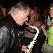 NLD/Huizen/20070914 - South Sea Jazz 2007, optreden Hans Dulfer tussen het publiek