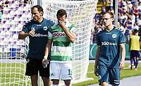 ALL BRUK AV BILDET BLIR FAKTURERT. INNGÅR IKKE I AVTALER.<br /> <br /> Fotball<br /> Tyskland<br /> Foto: imago/Digitalsport<br /> NORWAY ONLY<br /> <br /> 08.08.2015 - Fussball - Saison 2015 2016 - DFB Pokal Vereinspokal - 01. Runde: FC Erzgebirge Aue - SpVgg Greuther Fürth Fuerth - / - Veton Berisha (19, SpVgg Greuther Fürth ) muss verletzt aufgeben - Carsten Klee (Physio SpVgg Greuther Fürth ) Veton Berisha (19, SpVgg Greuther Fürth ) Dr. Pascal Oppel (stellv. Teamarzt SpVgg Greuther Fürth )<br /> <br /> Veton Berisha