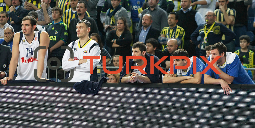 Fenerbahce Ulker's players (Left to Right) Kaya PEKER, Sarunas JASIKEVICIUS, Omer ONAN during their Euroleague Basketball Top 16 Game 5 match Fenerbahce Ulker between Olympiacos at Sinan Erdem Arena in Istanbul, Turkey, Thursday, February 24, 2011. Photo by TURKPIX